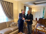 Foreign minister hands over legal file on Palestinian maritime borders to Arab League chief